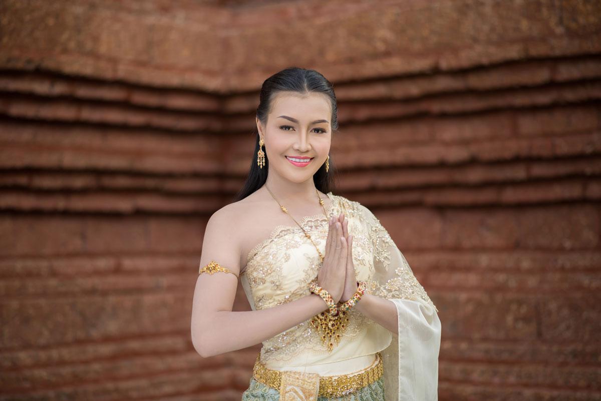 beautiful Thai bride